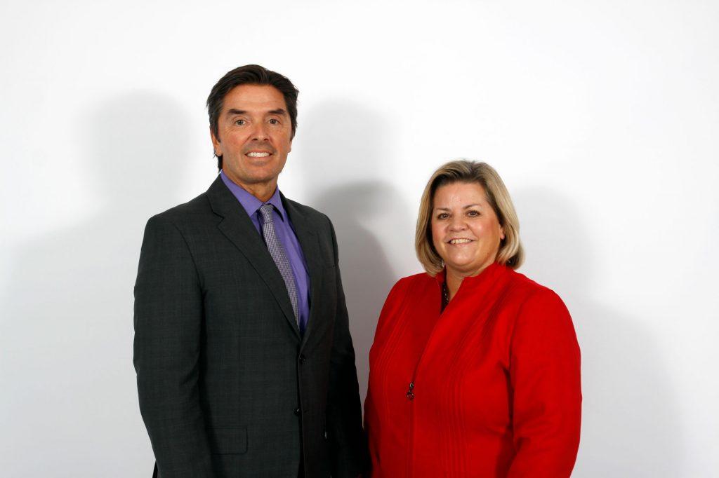 Photo de la présidente, Melinda Chartrand et le directeur de l'éducation André Blais