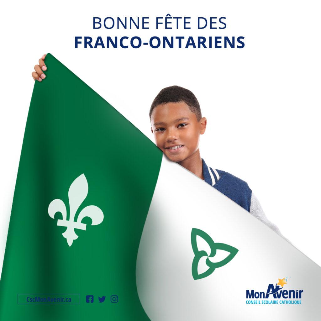 Jeune garçon avec le drapeau Franco-Ontarien